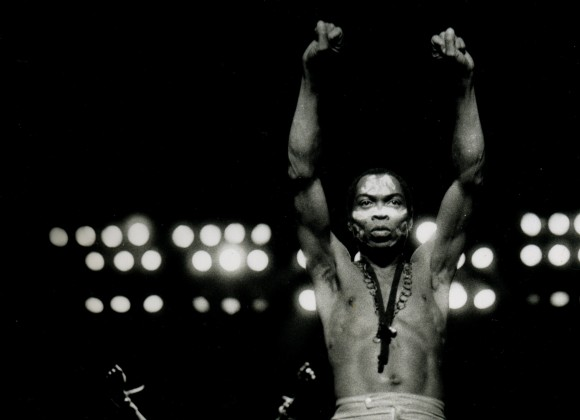 Fela Kuti, a música é a arma do futuro.